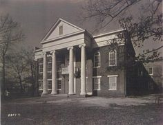 REYNOLDS HALL, ALABAMA COLLEGE IN THE 1800S. THE FIRST BUILDING TO HOLD CLASSES