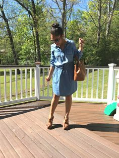 Casual denim dressing for Spring. Love how Bertha from Chic in Academia styles her SONOMA Goods for Life Chambray Shirtdress with hints of tan accessories.