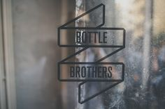 BOTTLE BROTHERSIdentité – logotype, cartes de visite, packaging, menus et website 2014Genève En Collaboration avec YKRA architecture