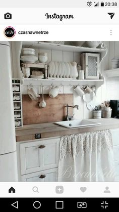 27 Country Cottage Style Kitchen Decor Ideas to help you w .- 27 Country Cottage Style Kitchen Decor Ideas to make you fall in love with your kitchen again Source by dekorationtrend - Kitchen Sink Decor, Shabby Chic Kitchen Decor, Best Kitchen Cabinets, Shabby Chic Homes, Kitchen Styling, Vintage Kitchen, Kitchen Ideas, Rustic Kitchen, Kitchen Country