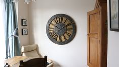 The most impressive large decorative wall clock with roman numerals and golden, hand painted background. Ideal as centrepiece in your lounge or living room. Clock Display, Clock Decor, Wall Clocks, Golden Background, Paint Background, Statement Wall, Home Furnishings, Colorful Backgrounds, Roman