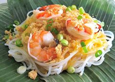 Pancit Palabok is a Filipino noodle dish or snack with a Chinese origin. It is often served for meriendas or snacks. The word Pancit is derived from the Filipino Recipes, Indian Food Recipes, Asian Recipes, Filipino Food, Pancit Palabok Recipe, Filipino Noodles, Pork Broth, Asian Soup, Smoked Fish