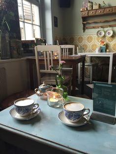 Philipse Koffie & Brocante; een verscholen pareltje vlakbij de St Stevenskerk. Gevestigd in 1 van de karakteristieke kanunnikenhuisjes is dit een super plek om te genieten van BOOT koffie & huisgemaakte appeltaart. Betaalbare lunch, goede sfeer, kortom een aanrader!