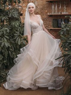 Traumhaftes Brautkleid mit Spitzenapplikationen auf dem Oberteil. Wedding Dresses, Fashion, Pictures, Gown Wedding, Bridal Gown, Curve Dresses, Bride Dresses, Moda, Bridal Gowns