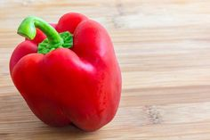 How to Dry Red Bell Peppers to Make Flakes How To Make Red, Pepper Spice, Green Bell Peppers, Dehydrator Recipes, Roasted Red Peppers, Stuffed Sweet Peppers, Soup And Salad, Easy Meals, Spices