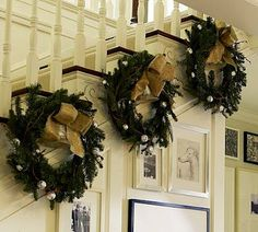 Selling your home and want to keep your Christmas decorations classical, tasteful and simple? #christmasdecor