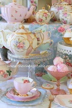 Vintage Tea Sets Pedestal Cake Stands for a pretty high tea party. Vintage High Tea, Vintage China, Tea Sets Vintage, Vintage Dishes, Teapots And Cups, Teacups, Tea Pot Set, China Tea Cups, My Cup Of Tea
