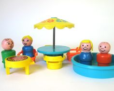Vintage 1970 Fisher Price Little People Patio Set - we just loved our little fisher price people. If I could go back in time. Playing Fisher Price little people on the living room floor with my sisters. Jouets Fisher Price, Fisher Price Toys, Vintage Fisher Price, 70s Toys, Retro Toys, Vintage Toys, Vintage Stuff, Childhood Toys, Childhood Memories