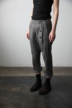 Trousers with Buttoned Hem cendre Queer Fashion, Fashion Outfits, Womens Fashion, Grunge Style, Yohji Yamamoto, Overall, Look Cool, Autumn Winter Fashion, Beautiful Outfits