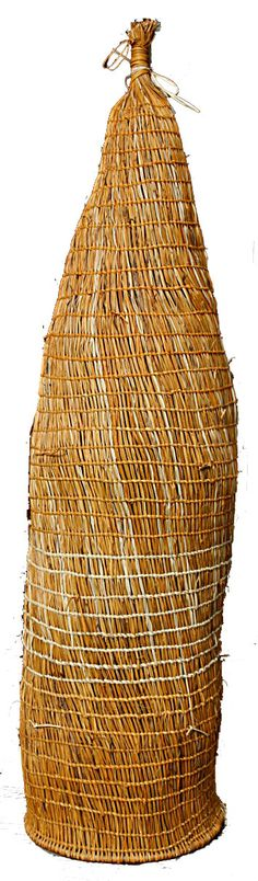 fish trap almost a basket Sculpture Art, Sculptures, Contemporary Baskets, Cultural Crafts, Bamboo Art, Fibre And Fabric, Maori Art, Indigenous Art, Weaving Art