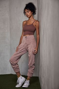 oga outfit comfy+yoga outfits for women fashion+Style LeYnc/STREETSTYLE / Streetstyle NY/Street Style Fashion Report/ Hotsales/Markdown/Shoes / Flo+Sport Meets Fashion Sport Fashion, Look Fashion, Korean Fashion, Fashion Outfits, Fashion Design, Sporty Outfits, Grunge Outfits, Cute Outfits, Girly Outfits