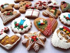 Biscoitos Decorados de Natal no formato de guirlanda Yummy Cookies, Cake Cookies, Sugar Cookies, Christmas Cookies, Christmas Biscuits, Christmas Treats, Biscotti, Cinnamon Biscuits, Cupcake Images
