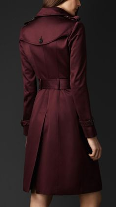 HRH the Duchess of Cambridge would be beautiful in this at Christmastime. Burberry Cotton Sateen Trench Coat in Deep Claret Fashion Moda, Womens Fashion, Petite Fashion, Curvy Fashion, Outfit Stile, Cool Coats, Women's Coats, Mode Mantel, Burberry Trench Coat