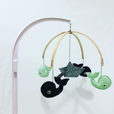 Muziekmobiel WALVIS - boxmobiel - Muffie & Snuffie - vilt - babykamer - kinderkamer - handgemaakt - baby - zwanger - kraamkado