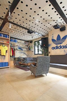 Adidas Pop Up Store | Galeria da Arquitetura