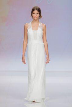 Rembo styling — Catwalk 2017 — Felicitation: Chiffon Kleid mit feiner Spitze und Blumenspitze im Rücken verarbeitet.