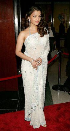 Love this White Sari on Aishwarya Rai Bollywood Actress Hot Photos, Beautiful Bollywood Actress, Bollywood Fashion, Bollywood Style, Mangalore, Saris, Indian Dresses, Indian Outfits, White Sari