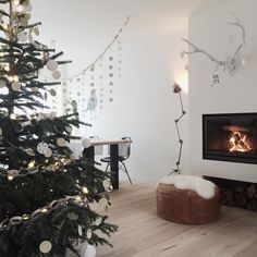 We had a lazy day today. Love it;) hope you are having a great XMAS weekend! Have you seen the great xmas decoration from @nanneke_hoevenaars ? Love the white and wood!#interior #interior4all #interiorinspiration #interior123 #boligdrøm #boligmagasinet #inspo #interior2you #vakjehjemoginterior #interior_design #interior_magasinet #showhometop5 #instagram #instahome #instadaily #instadesign #inspire #inspriration by aggyslifestyle