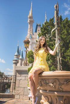 Disney World Senior Pictures Disney World Trip, Disney Vacations, Disney Trips, Disney World Pictures, Cute Disney Pictures, Picture Poses, Picture Ideas, Photo Ideas, Disney Poses