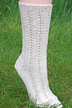 Bijou Basin Ranch - Lace Vine Sock pattern using Tibetan Dream Sock Yarn Knitted Slippers, Slipper Socks, Knitting Projects, Knitting Patterns, Knitting Ideas, Knit Crochet, Crochet Hats, Knitting Socks, Knit Socks