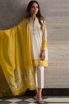 This Exclusive Pakistani Suit Is An Ultimate Party Wear Collection With The Mesmerizing Colours Of White With The Artistic Embroidery, Leave No Stone Unturned And Be At Your Fashionable Best. Pakistani Fashion Casual, Pakistani Dresses Casual, Pakistani Dress Design, Pakistani Suits, Pakistani Clothing, Pakistani Party Wear, Punjabi Suits, Dress Indian Style, Indian Dresses