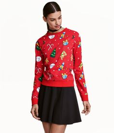 Red/Christmas tree. Top in lightweight sweatshirt fabric with printed design. Dropped shoulders, long sleeves, and ribbing at cuffs and hem.