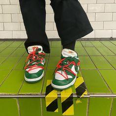 Zoé sur Instagram: ✨🌳✨ Kicks Shoes, Shoes Sneakers, Skechers Elite, Foot Pics, Swag Shoes, Aesthetic Shoes, All About Shoes, Green Shoes, Trendy Shoes