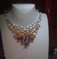 Van-Cleef-Arpels-opal-bead-necklace-2010.jpg (620×648)