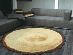 Un tronc d'arbre découpé qui fait tapis.