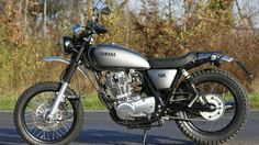 sr400 scrambler - Google Search Scrambler Cafe Racer, Scrambler Motorcycle, Cafe Racers, Moto Car, Moto Bike, Yamaha Sr400, Sr 500, Custom Garages, Custom Cafe Racer