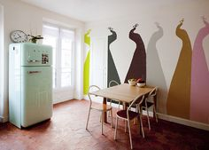 LOVE this wallpaper, the retro colours give a real vinatge feel. The smeg looks right at home!