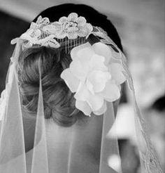 Peinados de novia con mantilla: Fotos de los mejores looks - Original recogido…