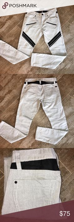 """G by Guess Corey Moto Skinny Jeans 30/30 🔸NWOT🔸 G by Guess Corey Moto Skinny Jeans 30/30 🔸NWOT🔸 - Concrete Color Moto details meet denim durability in these ultra-slim fit, skinny jeans. With zipper pockets and contrast panels, this is the rough-and-tumble pair you need.  Regular rise, sits at hips. Ultra-slim fit with skinny leg.  Five-pocket construction. Moto details. Zipper pockets at leg. Contrast panels.  10"""" front rise. 14.75"""" back rise.  13.25"""" leg opening. 30"""" Inseam.  71%…"""