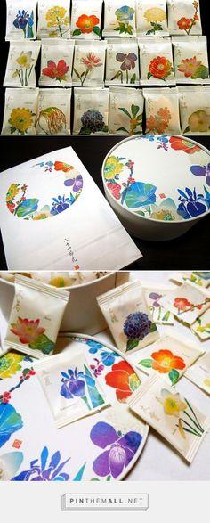 日本の四季を二十四種の和花で愛でる「銀座あけぼの」のおかき - ippin(イッピン curated by Packaging Diva PD. Really pretty flower packaging.