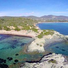 La spiaggia di #laconella e sulla sfondo la spiaggia di #lacona. Continuate a taggare le vostre foto con #isoladelbaapp il tag delle vostre vacanze all'#isoladelba. Visita il sito http://ift.tt/1NHxzN3