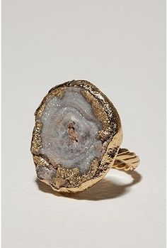 This ring is mesmerizing.