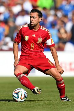 Xavi Hernandez Photos - Xavi Hernandez of Spain runs with the ball during an international friendly match between El Salvador and Spain at FedExField on June 2014 in Landover, Maryland. - El Salvador v Spain - International Friendly Fifa Football, Best Football Players, World Football, Soccer Players, Xavi Hernandez, Barcelona Team, Barcelona Football, Soccer Stars, Sports Stars