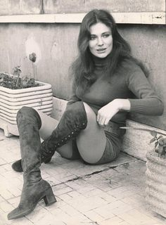 Lino Nanni Black and White Photograph - Jacqueline Bisset Seated Outdoors Fine Art Print - Jean James Quark - - Jacqueline Bissett, Divas, Pin Up Photos, Actrices Hollywood, Casino Royale, Photo Postcards, Up Girl, Beautiful Actresses, Classic Hollywood