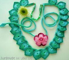 As folhas e a flor, colares de crochê by Lidia Luz, via Flickr