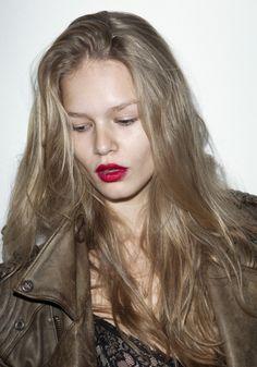 Blonde Brown Eyes, Honey Blonde Hair, Ash Blonde, Anna Ewers, Pictures Of Anna, Amanda Seyfried, Hair Highlights, Hairdresser, Supermodels