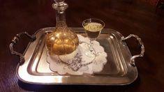 Λικέρ Αρμπαρόριζας…από την Αλεξάνδρα Σουλαδάκη http://www.donna.gr/17194/liker-armparorizasapo-tin-alexandra-souladaki/  Είναι ένα απλό εύκολο και εξαιρετικά μυρωδάτο λικέρ αυτό που θα σας πω, χρειάζεται ¾ του λίτρου ρακή, η τσίπουρο χωρίς άρωμα, η βότκα, 50 φύλλα από το φυτό μας και ένα φλυτζάνι