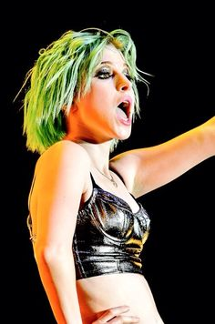 Hayley Williams green hair <- it's actually blue with the stage lights hitting it.