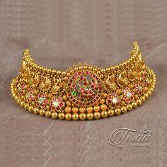 Antique Jewellery Designs, Gold Jewellery Design, Antique Jewelry, Gold Temple Jewellery, Gold Jewelry, India Jewelry, Bridal Jewelry Sets, Bridal Jewellery, Indian Wedding Jewelry
