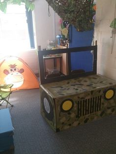 Safari jeep for role play area Jungle Party, Safari Party, Safari Theme, Jungle Theme, Jungle Safari, Jungle Animals, Wild Animals, Preschool Jungle, Jungle Crafts