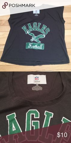 Eagles Football t-shirt. Woman's size medium Eagles Football women's crop t-shirt size medium. Dark grey. Super cute in great condition! Tops Crop Tops