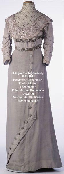 Evening dress ca. 1911-13. Light gray silk faille, passementerie. Photo: Michael Rathmayer.