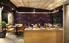 Bobo Souvlaki House: Η γοητεία του body friendly γεύματος   Γεύση   click@Life Conference Room, House, Restaurant, Table, Furniture, Home Decor, Decoration Home, Home, Room Decor
