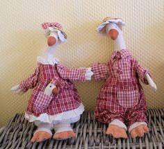 Gans im Kleid, Stofftier, Stoffgans, genäht /Gee with baby in fabric, 33 cm