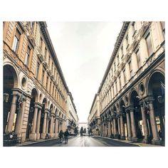 APOTEOSI del PUNTO DI FUG@  #viaroma #инстаграмџии #torino #turin #italy #italia #ig_europe #pixelpanda #italiainunoscatto #torinodigitale #architecture #strada #liveauthentic #instagraphytk #ciauturin #ig_turin #igerstorino #alleysofitaly #torino_city #volgotorino #rebornphoto #igersitalia #igerspiemonte #mosaicotorino #volgopiemonte #piemonte_super_pics #torinoèlamiacittà #turinheart #torinoportanuova #rsa_streetview  Photo by @boshevski