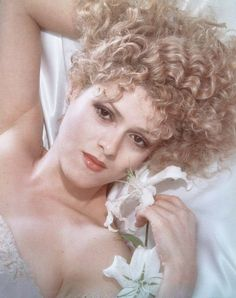 Bernadette Peters by Harry Langdon.  791×1 000 пикс